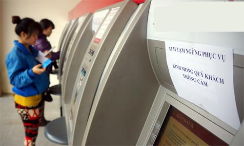 4 ngân hàng lớn lại bị 'tuýt còi' vì tăng phí rút tiền ATM