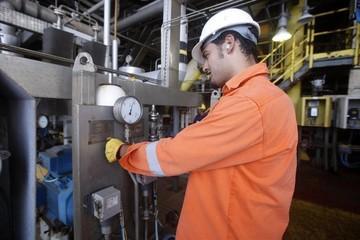 Giá dầu tăng do lo ngại nguồn cung từ Na Uy, Libya giảm