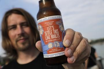 Bia ăn theo hội nghị thượng đỉnh Trump – Putin cháy hàng ở Phần Lan