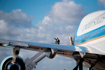 Trump ra lệnh 'thay áo' Air Force One