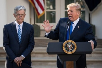 Trump và đô la Mỹ: Bạn hay thù?