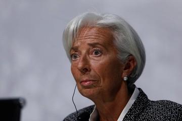 Phi cơ chở giám đốc IMF bị giảm áp, phải hạ cánh khẩn ngay sau khi cất cánh