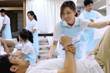 Nhật Bản nhận 10.000 nhân viên y tế Việt Nam