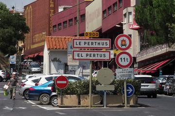 Ngân sách thừa tiền, thị trấn ở Pháp tính miễn thuế cho dân