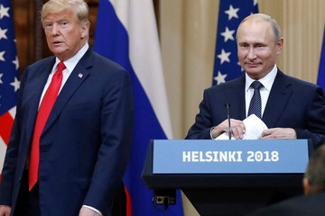 Trump hoãn gặp Putin lần 2, đợi 'cuộc săn phù thủy' kết thúc