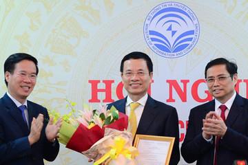 Ông Nguyễn Mạnh Hùng nhận quyết định quyền Bộ trưởng Thông tin Truyền thông
