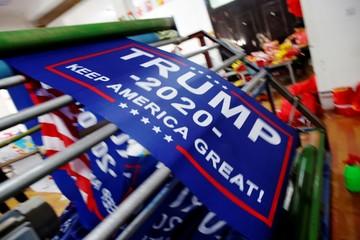 Biểu ngữ tái tranh cử năm 2020 nguy cơ 'dính' thuế của chính Trump