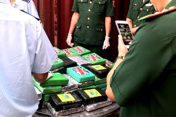 Tổng cục Hải quan nói gì về vụ phát hiện 100 bánh cocain trong container thép phế liệu