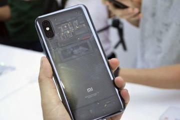Xiaomi Mi 8 vỏ trong suốt 'cháy hàng' ngay sau khi mở bán
