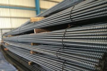 Mỹ đe dọa tăng thuế, giá thép và quặng sắt Trung Quốc rớt đỉnh