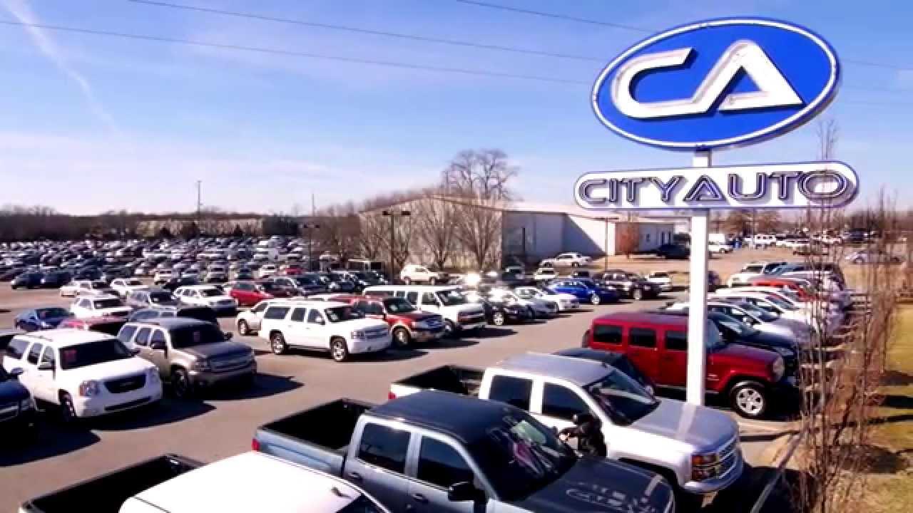 Vợ con đại gia phân phối ôtô Ford bán tháo cổ phiếu