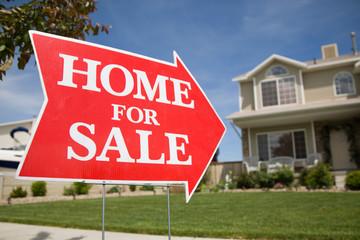 Bất động sản và lãi suất - hai dấu hiệu cảnh báo suy thoái