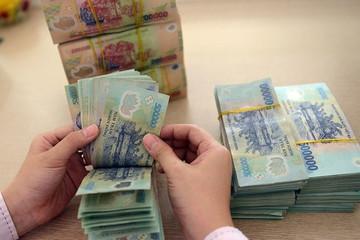 Lãi suất tiết kiệm rục rịch tăng trở lại