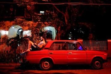 Người Cuba vui mừng vì được dùng Internet miễn phí toàn quốc trong 8 tiếng