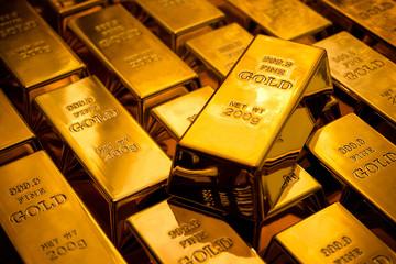 Trump công kích USD giúp vàng đạt đỉnh một tuần