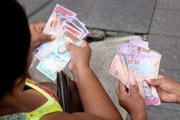 """Venezuela rơi vào """"tê liệt"""" sau khi đổi tiền"""
