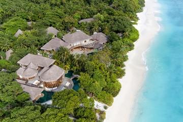Khu nghỉ mát Maldives tuyển người bán sách