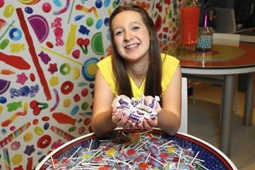 Nữ sinh 13 tuổi xây dựng đế chế kẹo không đường trị giá hàng triệu USD