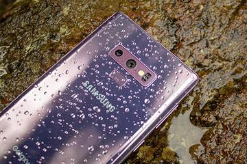 Samsung sắp ra smartphone với bốn camera sau