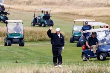 Trump hứng chỉ trích vì chơi golf trong ngày tổ chức tang lễ McCain