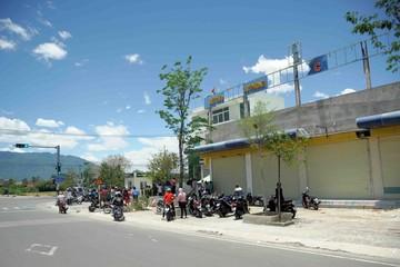 Hai thanh niên dùng súng vào cướp ngân hàng Vietcombank ở Khánh Hoà