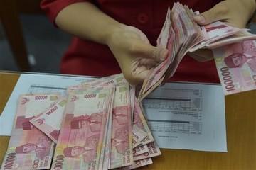 Indonesia chi gần 800 triệu USD ngăn rupiah mất giá