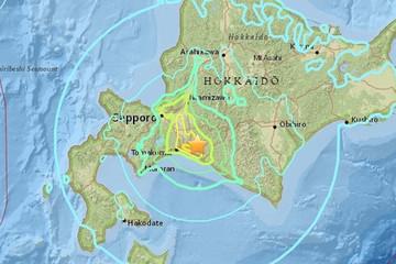 Động đất rung chuyển Nhật Bản, nhà cửa đổ sập hàng loạt