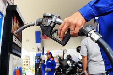 Giá xăng tăng 300 đồng/lít dù tăng chi quỹ bình ổn