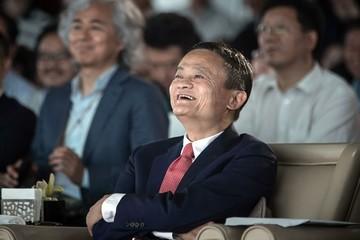 Jack Ma nói sẽ nghỉ hưu sớm hơn Bill Gates, quay lại dạy học