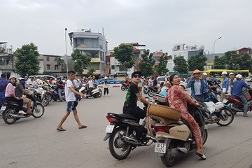 Chung cư cao tầng Hà Nội rung lắc do ảnh hưởng động đất từ Trung Quốc