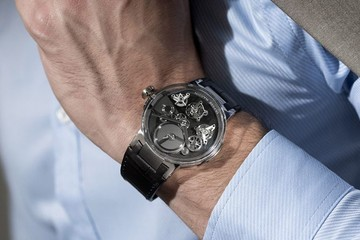 Đồng hồ Tourbillon 'nổi' giá gần 100.000 USD