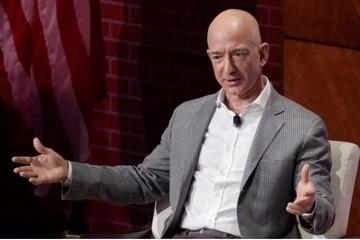 Người giàu nhất thế giới chi 2 tỷ USD làm từ thiện