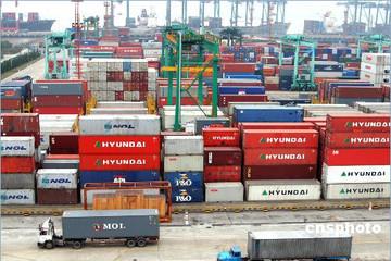 Bloomberg: Trung Quốc sẽ cắt giảm thuế nhập khẩu từ tháng 10