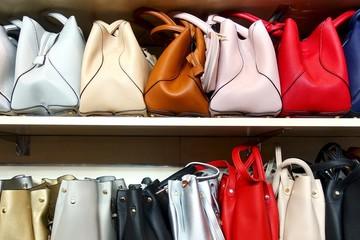 Bí mật 'bẩn thỉu' của thời trang: 'Chợ xám' triệu USD