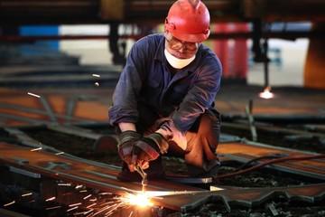 Sản xuất Trung Quốc hứng đòn từ chiến tranh thương mại với Mỹ