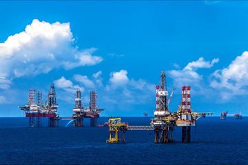 Cổ phiếu dầu khí tăng hơn 50% khi giá dầu vượt 80 USD/thùng