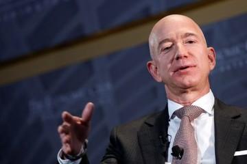 Jeff Bezos soán ngôi Bill Gates, lần đầu tiên trở thành người giàu nhất Mỹ