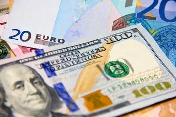 Đồng EUR giảm sâu kéo US Dollar Index vượt 96 điểm