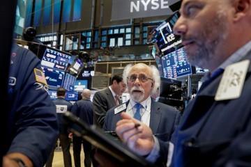 Lợi suất trái phiếu Mỹ đạt đỉnh, chứng khoán Mỹ giảm điểm