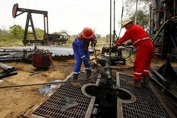 Giá dầu mất 3% do dự trữ tại Mỹ tăng vượt dự kiến