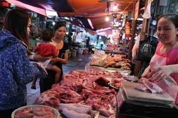 Giá thịt lợn đẩy lên quá cao, lợi nhuận vào túi ai?