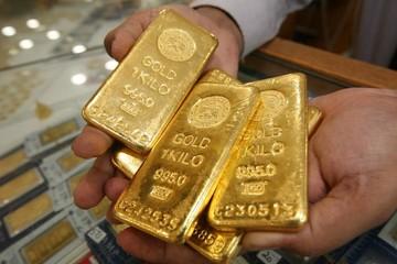 Chứng khoán thế giới tiếp tục giảm, giá vàng đạt đỉnh 2,5 tháng