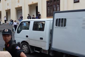 Xét xử vụ đánh bạc trực tuyến: Bị cáo Phan Văn Vĩnh xin không công khai bản án trên cổng thông tin