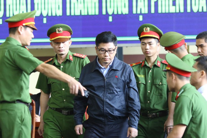 Vụ án đánh bạc trực tuyến: Nguyễn Văn Dương khai 'cho' 2 cựu tướng đồng hồ Rolex, nhiều tỷ đồng