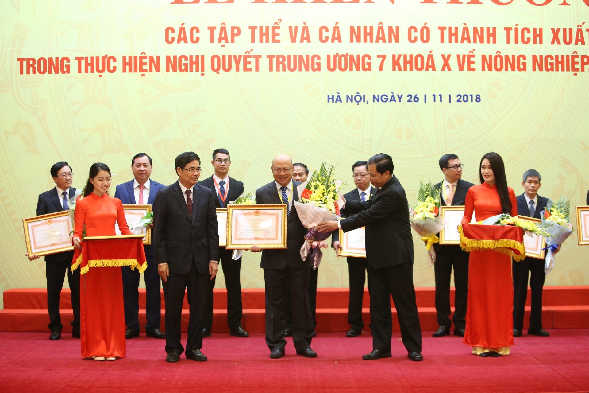 Vinamilk nhận bằng khen của Thủ tướng về phát triển tam nông