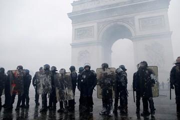 Pháp triển khai 89.000 cảnh sát đối phó bạo động