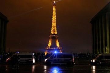 Pháp đóng cửa tháp Eiffel vì lo bạo động trở lại