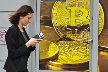 Tiền ảo bị bán tháo, giá Bitcoin sụt hơn 10%