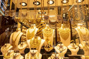 Chợ Dubai bán nhẫn vàng lớn nhất thế giới nặng 64 kg