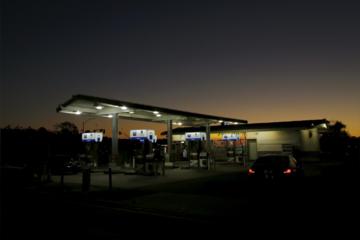 Giá xăng bán lẻ tại Mỹ thấp nhất hơn một năm